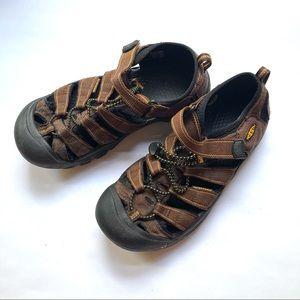 Brown Keen Newport sandals big kid size 5
